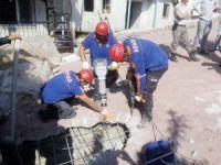 Kanalizasyona düşen ineği AFAD ekipleri kurtardı
