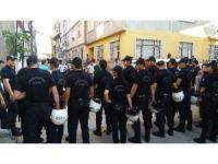 Bursa'da uyuşturucu sattığı iddia edilen aile ile mahalleli arasında kavga: 3 yaralı