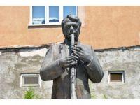 Klarnet üstadı Hasan Gizlenci'nin heykeli yapıldı