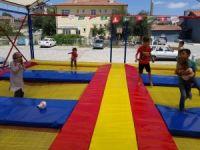 Çocukların trambolin keyfi