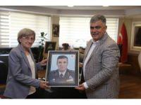 15 Temmuz şehidi annesinden Özgüven'e ziyaret