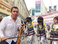 Kemençe, horon ve kuş dili ile festivale davet ettiler