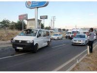Minibüs ile kamyonet çarpıştı: 5 yaralı