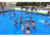 Kayyumdan çocuklar için yüzme havuzu