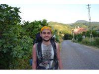 İnsanlarla iletişim problemini yenmek için otostopla Türkiye'yi geziyor