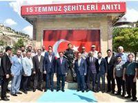 Vali Topaca 15 Temmuz Şehitleri Anıtı'nı gezdi