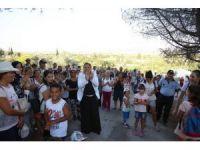 Öğrenciler, şehitlere saygı için yürüdü