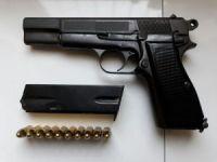 Silah ve telefon kaçakçılarına operasyon: 2 gözaltı