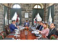 Vali Güzeloğlu, Sur ilçesinde devam eden restorasyon çalışmalar hakkında bilgi aldı