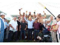 Düzce Yağlı Güreşleri'nde finalde Recep Kara'yı yenen Orhan Okulu kazandı