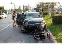 Antalya'da otomobil motosiklete çarptı: 1 yaralı