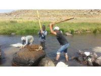 Ağrı'da 2 bin metre rakımlı yaylada yün yıkıyorlar