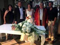 Belediye başkanı nikahını kıydığı herkese bunu tavsiye ediyor