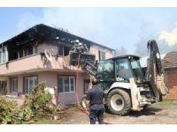 Elektrik kontağından çıkan yangında iki katlı ev yandı