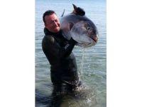 Dev balığı zıpkınla böyle avladı