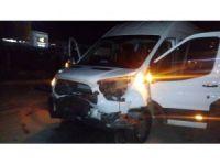 Otomobil ile minibüs çarpıştı, 4 yaralı