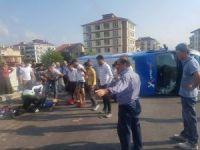 Kaza yapan kargo aracı devrildi: 4 yaralı