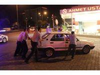 Sürücü kadın yol ortasında sızıp kaldı