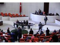 CHP İstanbul Milletvekili Sezgin Tanrıkulu'ndan iç tüzük protestosu