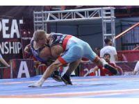 Milli güreşçilerden bir gümüş ve iki bronz madalya