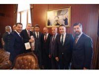 Cumhurbaşkanı Erdoğan'a kırmızı dipli mum ile davet