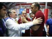 Sahadan çekilen İranlı voleybolcuları Bakan Osman Aşkın Bak ikna etti