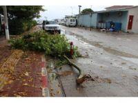 Çanakkale'de sağanak yağmur hayatı felç etti