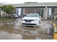 İstanbul'da caddeler sular altında kaldı