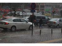 Bursa'ya yağmur dolu ile birlikte geldi