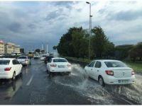 İstanbul'da E-5 karayolunu su bastı