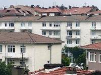 Üsküdar'da dolu yağışı binaları deldi
