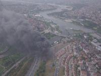 Yıldırım düşen fabrikadaki yangın havadan görüntülendi
