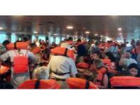 Şiddetli fırtına sırasında vapurdaki yolcular can yeleklerini giydi