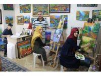 Ressam Hasan Kara'dan, Iraklı 3 mülteciye ücretsiz resim kursu