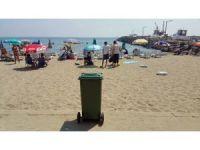 Plajlara tekerlekli çöp kutuları