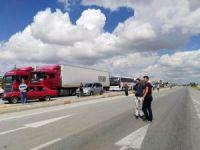 Köy sakinleri kaza sonrası Afyonkarahisar-Kütahya karayolunu ulaşıma kapattı