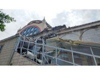 Şiddetli fırtınada caminin minaresi yıkıldı
