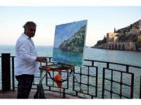 Azeri ressam tuvale yansıttığı resimleri Alanya'da görücüye çıkardı