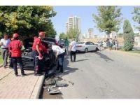 Sürücü belgesi olmayan lise öğrencisinin kullandığı otomobile araç çarptı: 3 yaralı