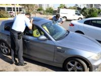 Otomobilde kilitli kaldı, polis araç sahibini plajda megafonla aradı
