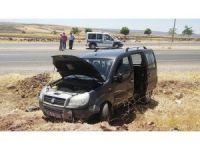 Gaziantep'te yoldan çıkan araç tarlaya uçtu: 3 yaralı
