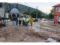 Isparta'da şiddetli yağış 25 evde zarara yol açtı