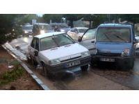Sağanak yağış kazaları da beraberinde getirdi