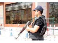 Kilis'te uyuşturucu operasyonunda gözaltına alınan 8 kişi adliyeye sevk edildi