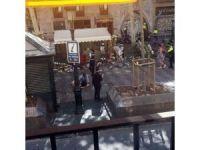 Barselona'da araç kalabalığın arasına daldı