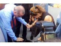Cumhurbaşkanı Erdoğan 'Cesur' köpek için otobüsten indi