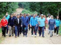 Bakan Osman Aşkın Bak, kampta gençlerle spor yaptı