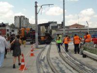 Beyoğlu'nda nostaljik tramvayın yenilenen raylarına özel köprü asfaltı