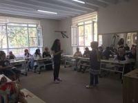 İşaret dilini öğrenerek engelleri aşıyorlar