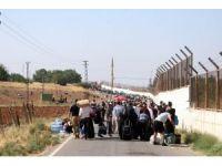 Suriyeliler gözyaşlarıyla terk ettikleri ülkelerine bayram için geri dönüyor